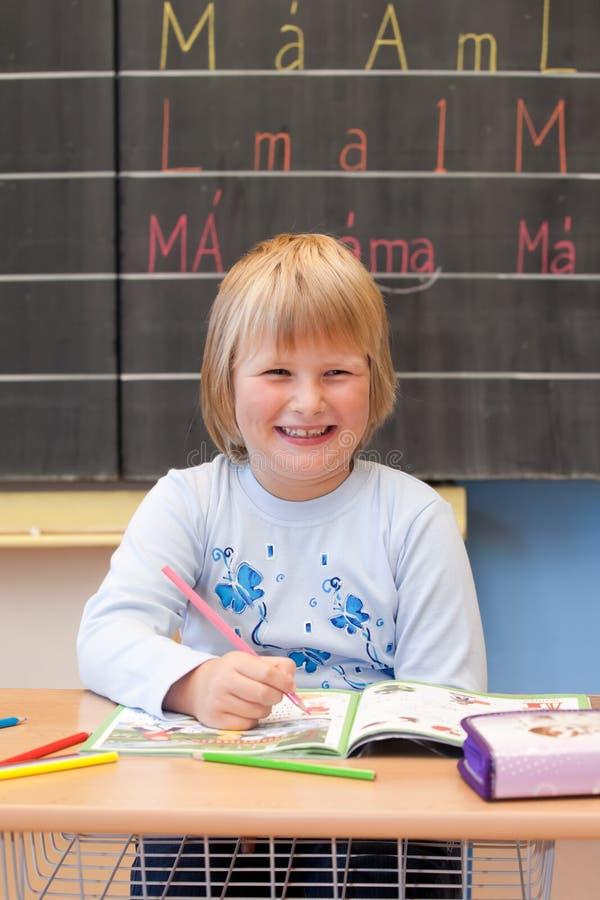 Het eerste jaarschoolmeisje royalty-vrije stock afbeelding