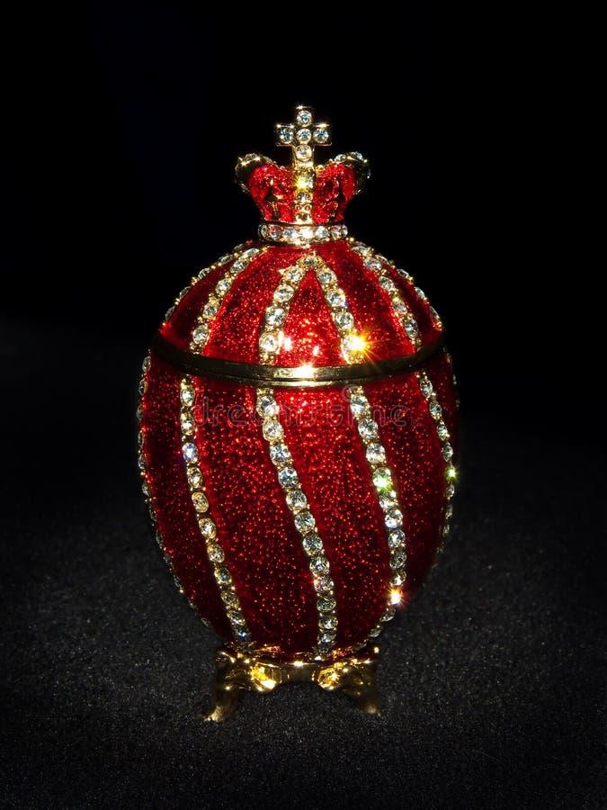 Het Ei van Faberge in zwarte royalty-vrije stock foto's