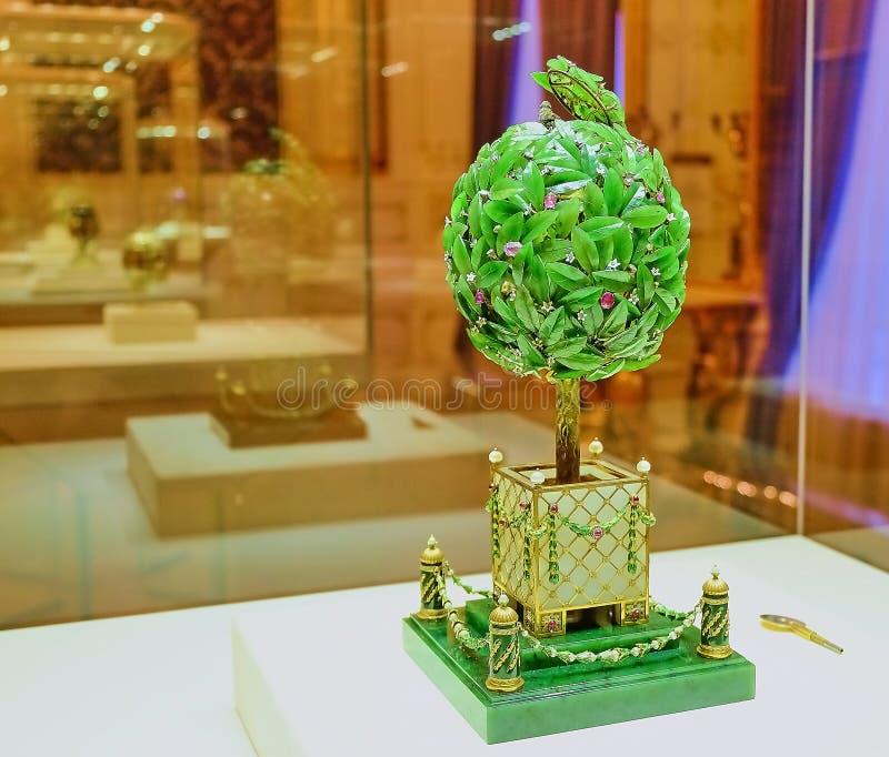 Het ei werd gecreeerd in 1911 op bevel van Nicolaas II, dat het aan zijn moeder Maria Feodorovna als traditionele gift voor Pasen stock afbeelding