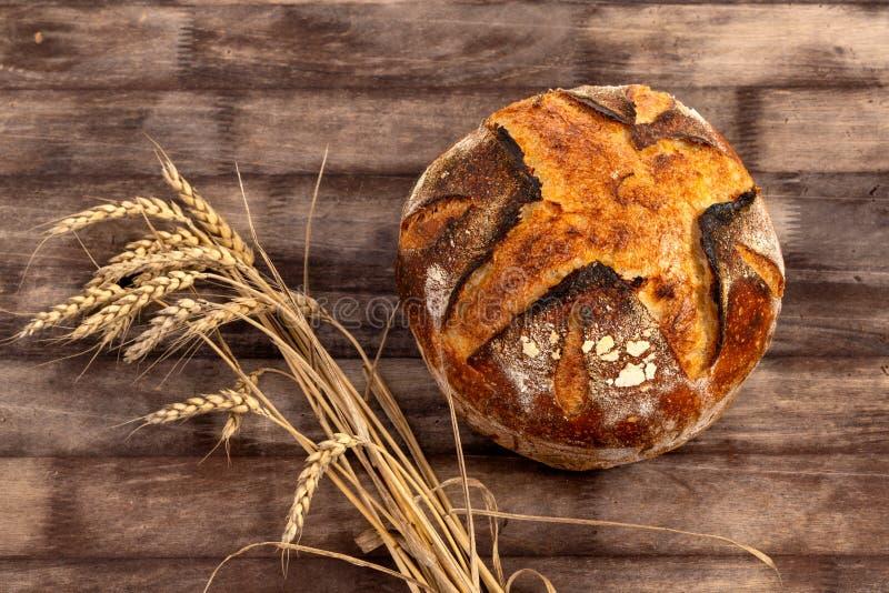 Het eigengemaakte Brood van het Zuurdesembrood royalty-vrije stock fotografie