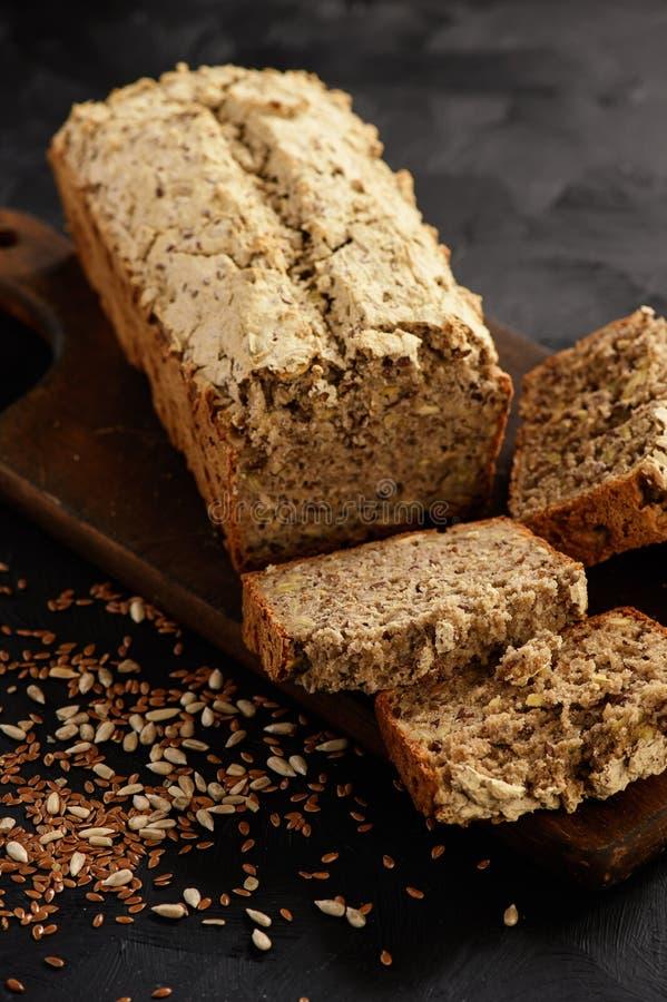 Het eigengemaakte wholegrain brood van het boekweitbrood royalty-vrije stock foto's