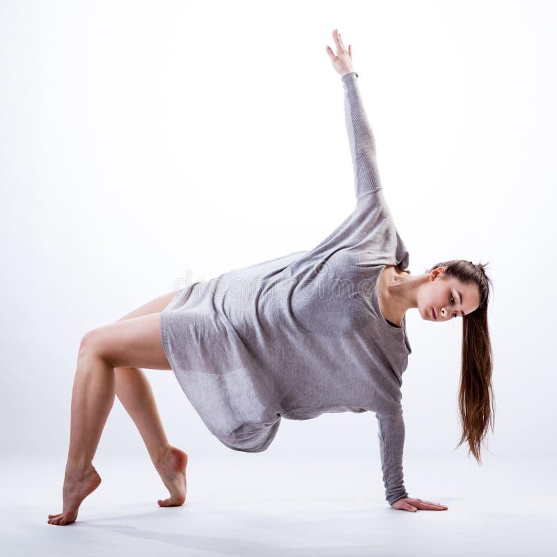 Het eigentijdse danser praktizeren royalty-vrije stock foto