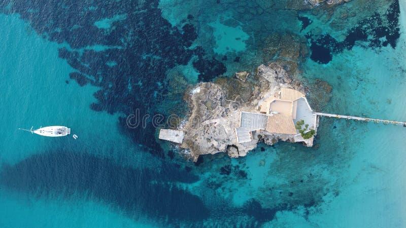 Het eiland bepaalde de plaats van een paar meters van het strand, dat één van de beste restaurantsmeters van het strand wordt gev royalty-vrije stock fotografie