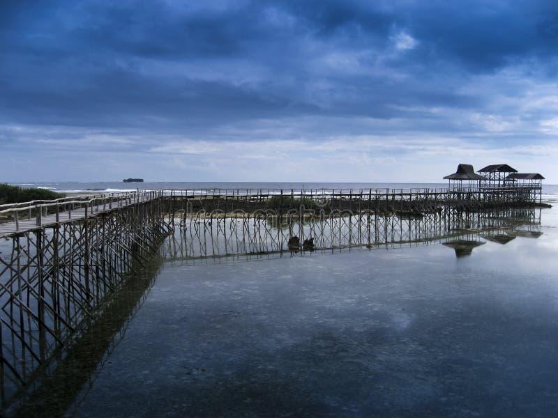 Het eiland stormachtige hemel van Siargao stock foto