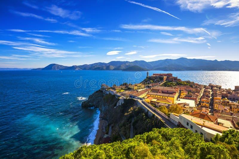 Het eiland van Elba, de luchtmening van Portoferraio Vuurtoren en fort Tusc stock afbeeldingen