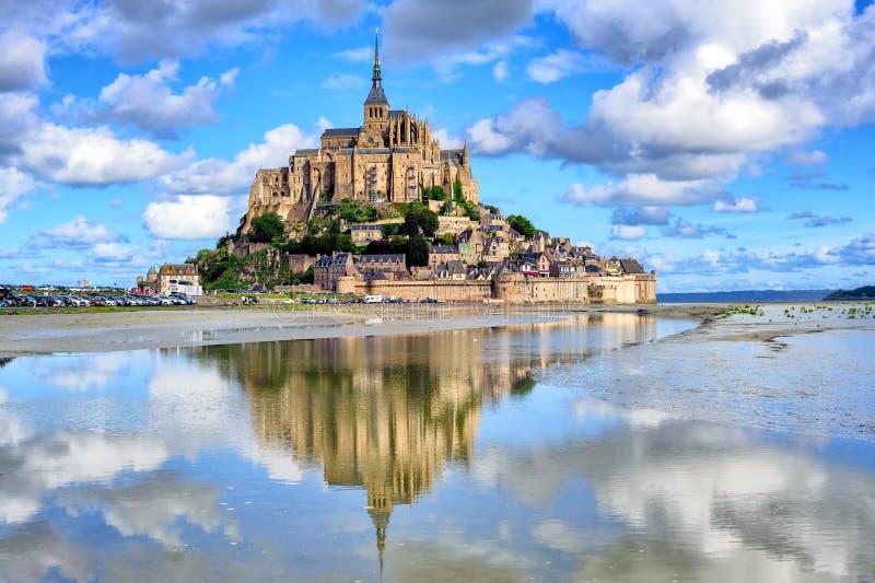 Het eiland van le Mont-Saint-Michel, Normandië, Frankrijk royalty-vrije stock foto