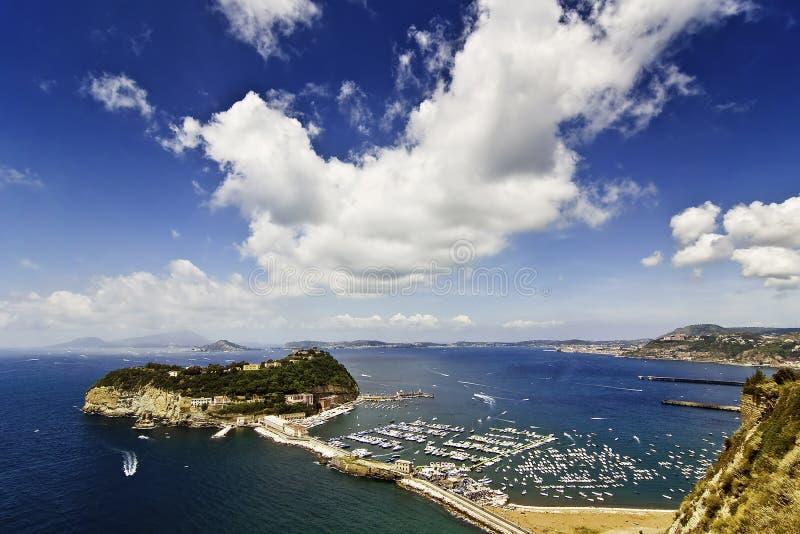 Het eiland van Nisida, Napels stock foto