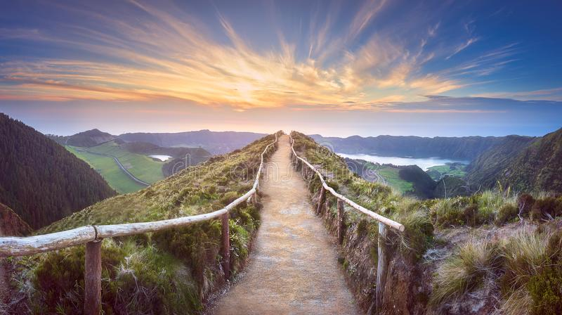 Het eiland van Ponta Delgada van het berglandschap, de Azoren stock afbeelding