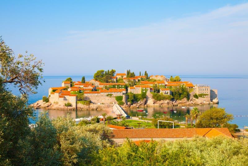 Het eiland van Svetistefan op Budva Riviera, Montenegro stock foto