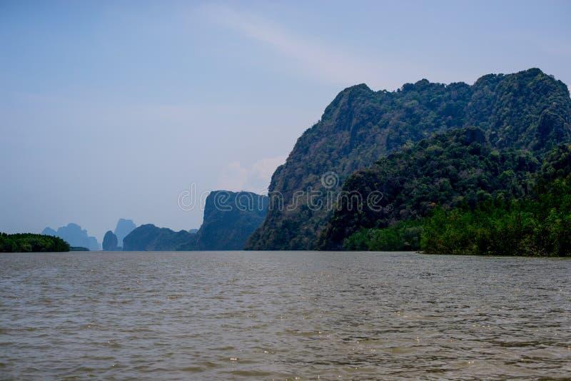 Het eiland van het Weergevenkalksteen in Nationale de Baai van Phang Nga royalty-vrije stock afbeeldingen