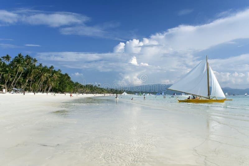 Het eiland wit strand van Boracay paraw stock foto's