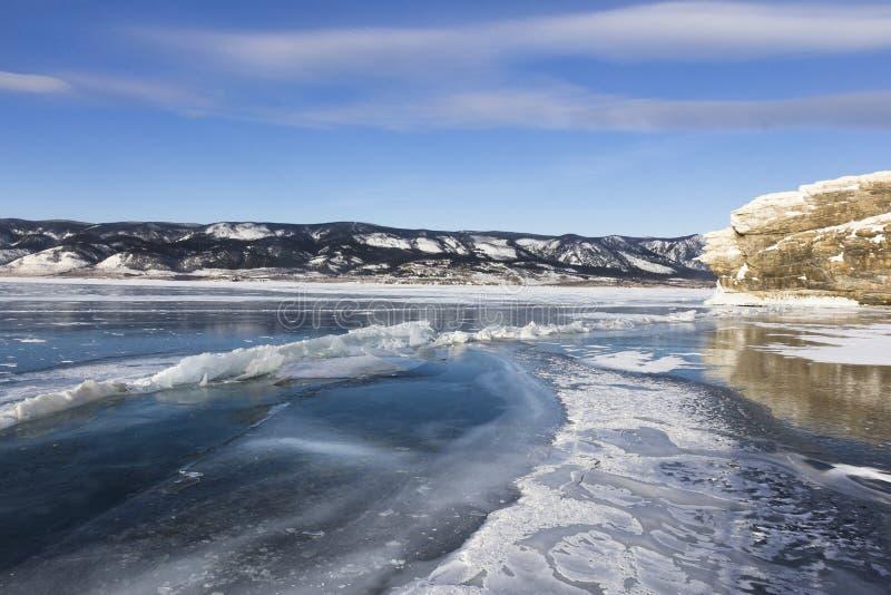 Het eilandlandschap van de winterolkhon van Meer Baikal royalty-vrije stock foto