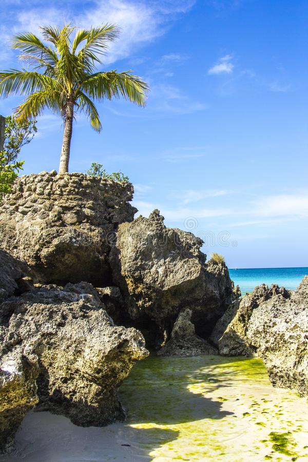 Het eilandoverzees van Boracayfilippijnen, strand, water, oceaan, kust, blauw, hemel, landschap, de zomer, aard, eiland, tropisch royalty-vrije stock foto