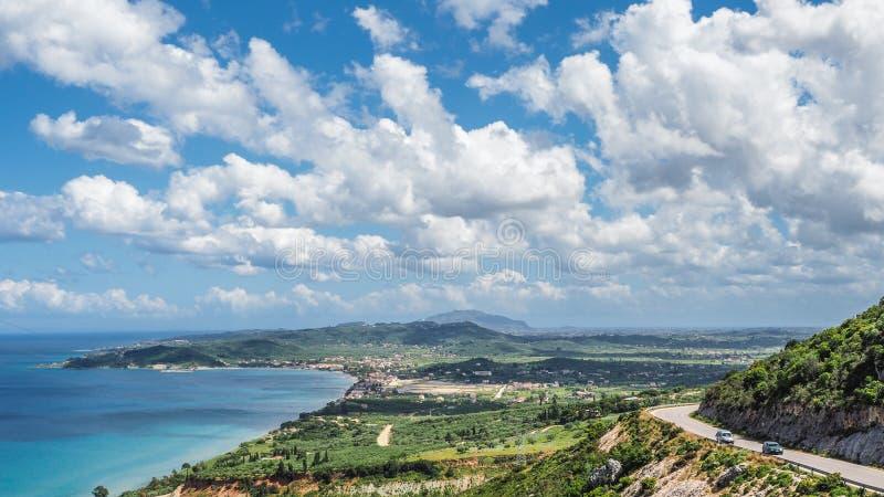 Het eilandpanorama van Zakynthos Mening over strand en Zante-stad in stock foto
