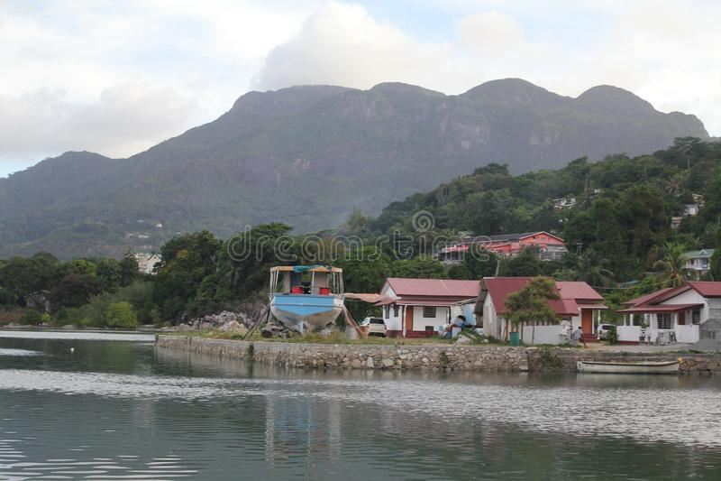 Het eilandstrand van Seychellen Mahe royalty-vrije stock foto
