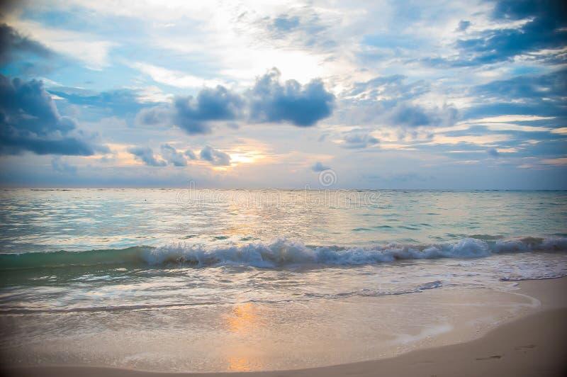 Het eilandzonsopgang en zonsondergang van de Dominicaanse republiek royalty-vrije stock afbeeldingen