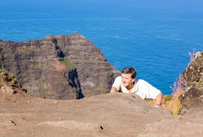 Het eind van de Awaawapuhisleep op klip boven de kust van Na Pali op Kauai royalty-vrije stock afbeeldingen