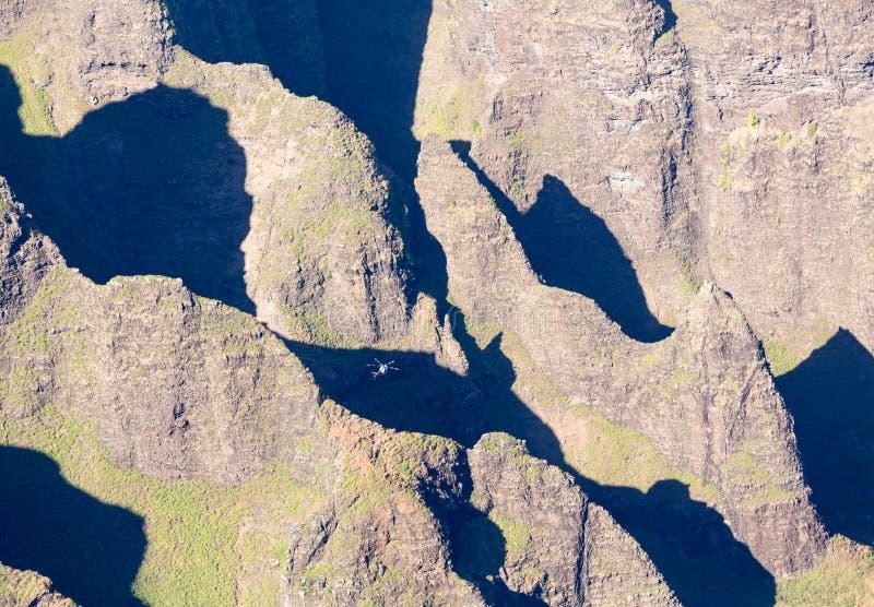 Het eind van de Awaawapuhisleep op klip boven de kust van Na Pali op Kauai royalty-vrije stock foto