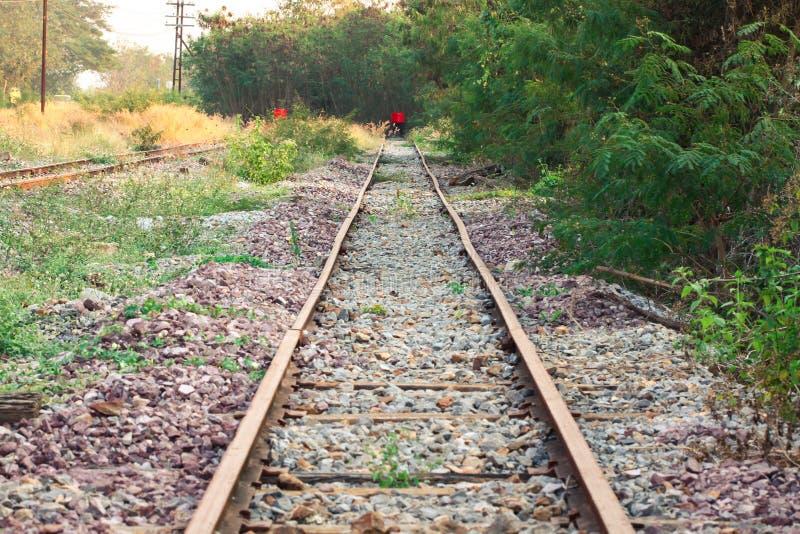 Het eind van spoorweg, Reis van trein eindigt aan het eind van de manier royalty-vrije stock foto