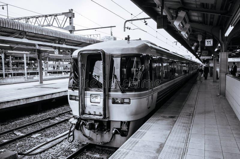 Het einde van de Hidatrein bij platform van de Hoofdlijn van JR Chuo bij stati van Nagoya royalty-vrije stock afbeeldingen