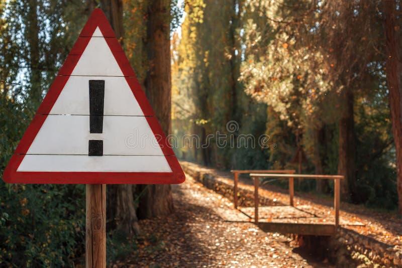 Het eindeteken in het de herfstpark royalty-vrije stock foto's