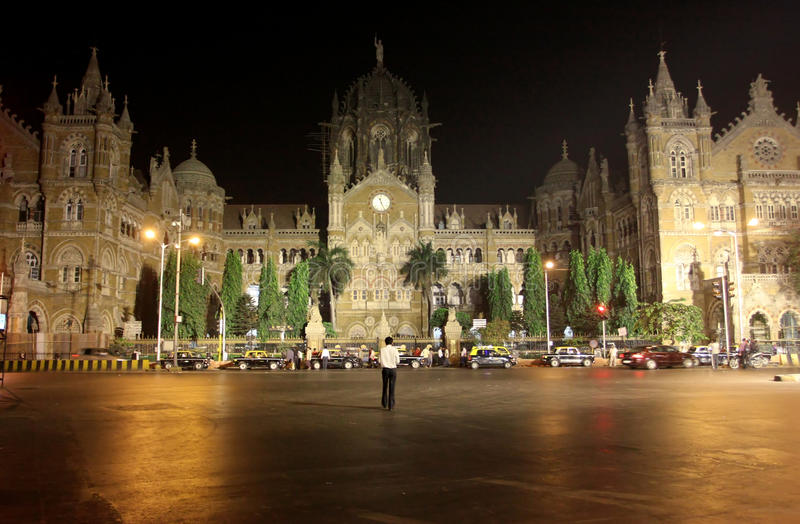 Het Eindpunt van Victoria in Mumbai bij de nacht stock afbeelding