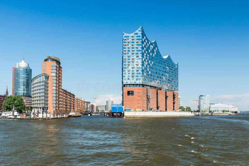 Het Elbphilharmonie-gebouw in de haven van Hamburg stock foto