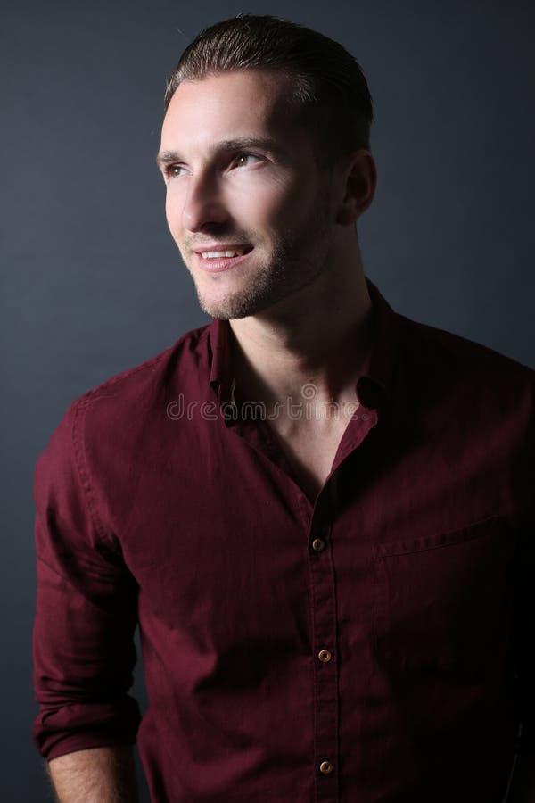 Het elegante mens glimlachen royalty-vrije stock foto's