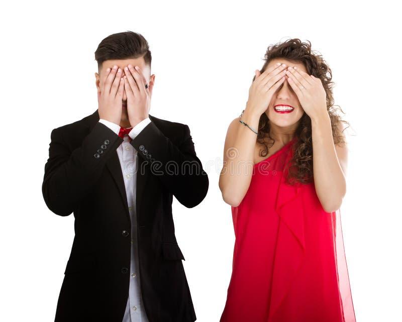 Het elegante paar op witte achtergrond kijkt geen kwaad royalty-vrije stock foto's