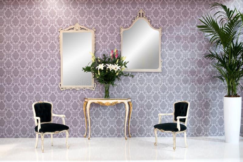 Het elegante uitstekende binnenland van de stijlwoonkamer stock afbeelding