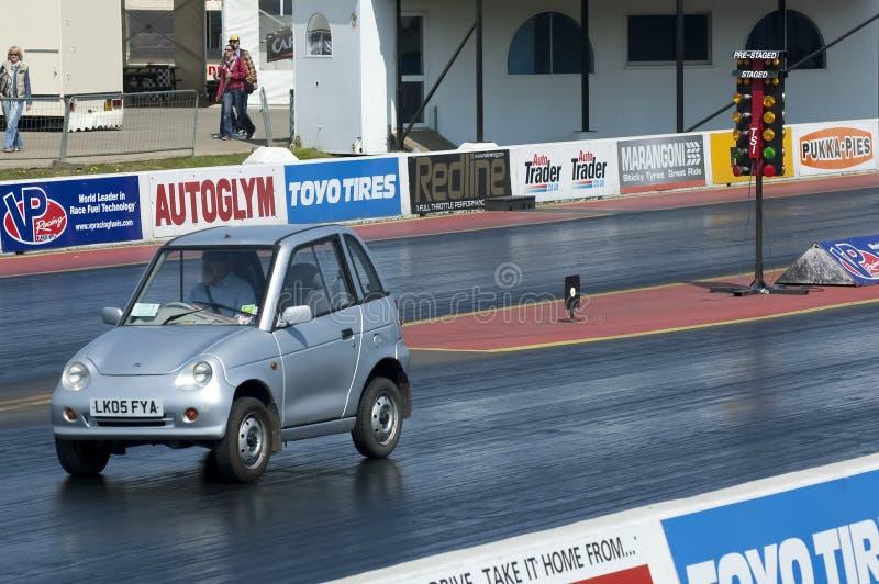 Het elektrische autobelemmering rennen stock fotografie