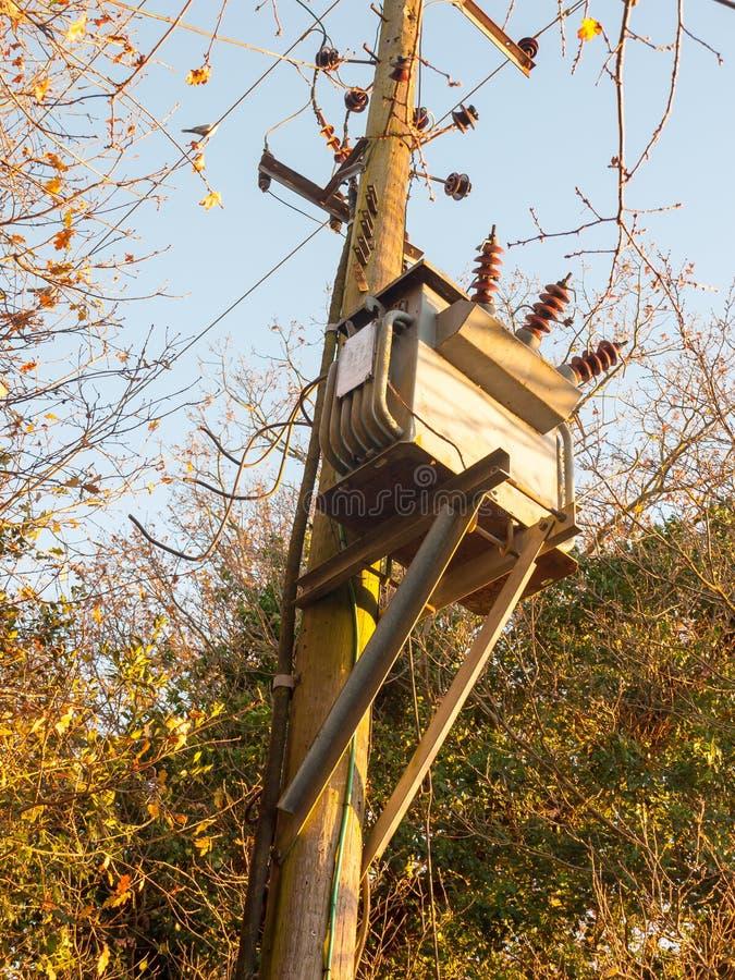 het elektro van de het metaaldoos van de voedinggeneratie houten posthout royalty-vrije stock afbeelding