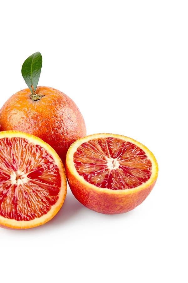 Het element van het pakketontwerp Rode Siciliaanse sinaasappel met half geïsoleerd op witte achtergrond met het knippen van weg V royalty-vrije stock afbeelding