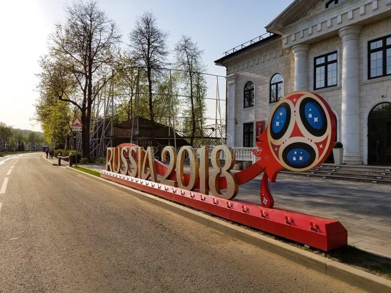 Het embleem die van FIFA dichtbij met kolommen bouwen stock foto
