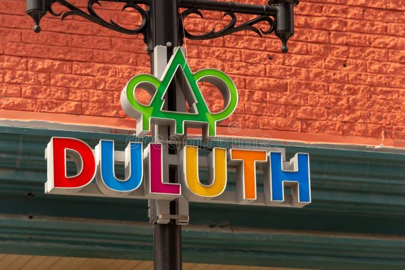 Het Embleem van de Duluthstraat op een lampost stock afbeeldingen