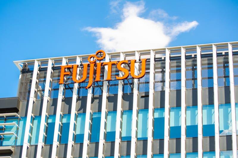 Het embleem van het Fujitsubedrijf op het bureaugebouw bij Macquarie-park royalty-vrije stock fotografie