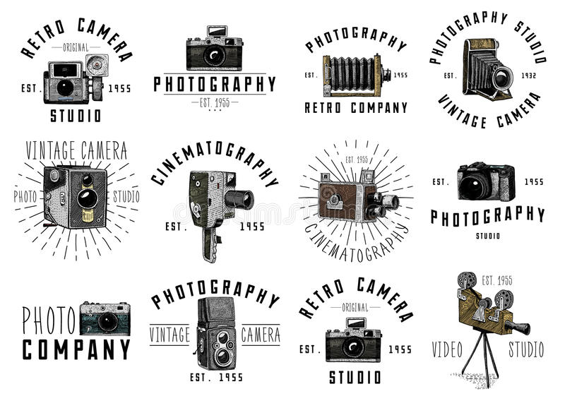 Het embleem van het fotoembleem of etiket, video, film, filmcamera van eerst tot nu uitstekende, gegraveerde die hand in schets w royalty-vrije illustratie