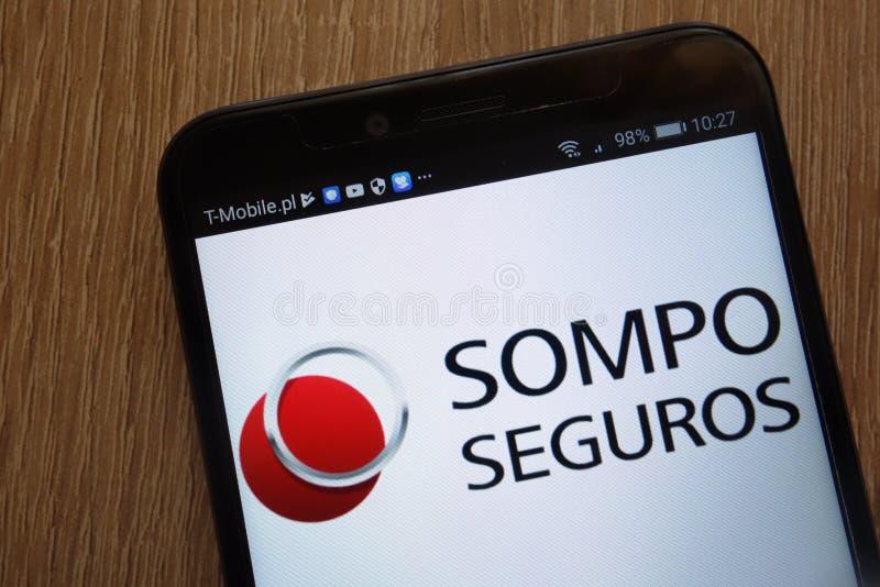 Het embleem van Sompoholdings op een moderne smartphone wordt getoond die stock foto's