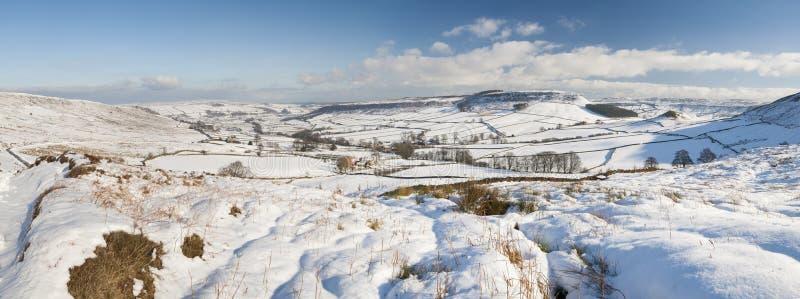 Het Engelse sneeuwlandschap van het de winterplatteland royalty-vrije stock foto