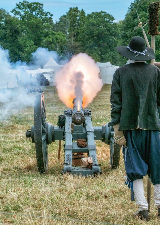 Het Engelse Vuren van het Burgeroorlogkanon, Spetchley-Park, Worcestershire, Engeland stock fotografie