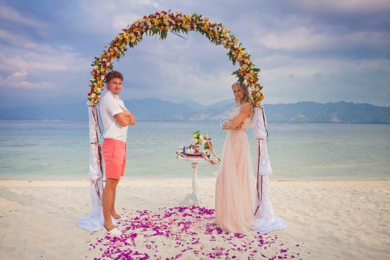 Het enkel Gehuwde paar van het huwelijk royalty-vrije stock afbeelding