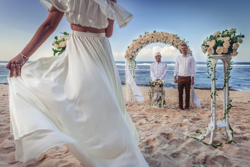 Het enkel Gehuwde paar van het huwelijk royalty-vrije stock foto