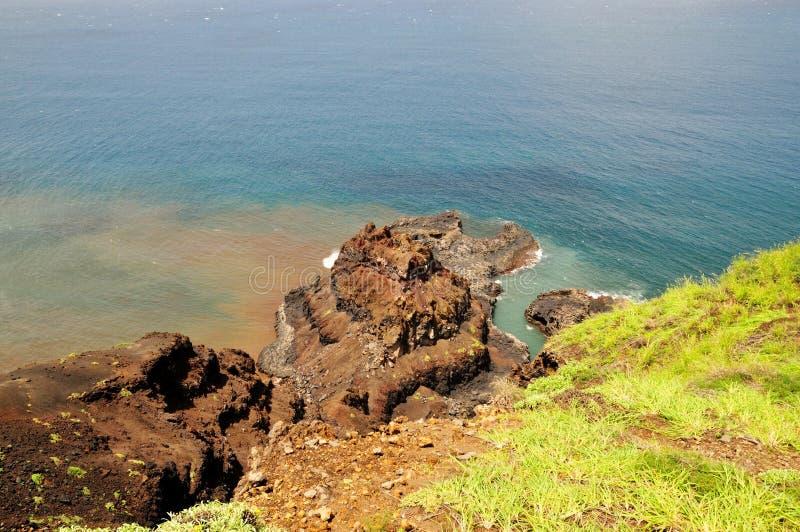 Het eroderen van schiereiland op oceanfront van Fogo stock foto