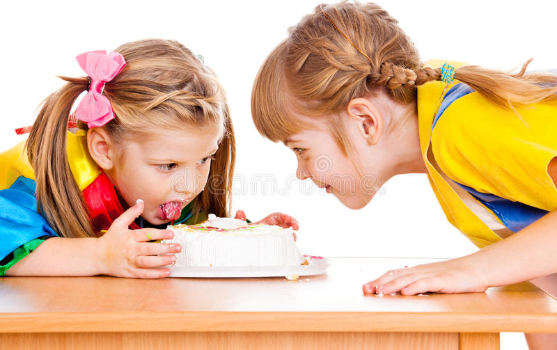 Het eten van een cake royalty-vrije stock afbeeldingen