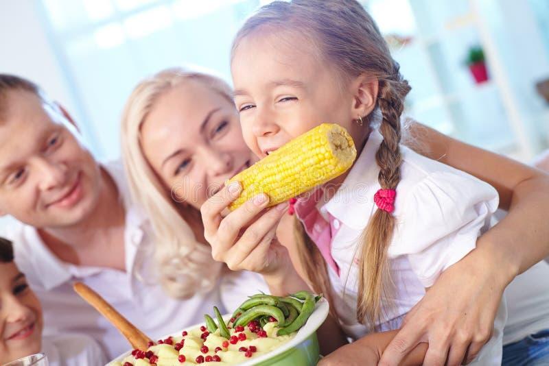 Het eten van graan stock afbeeldingen