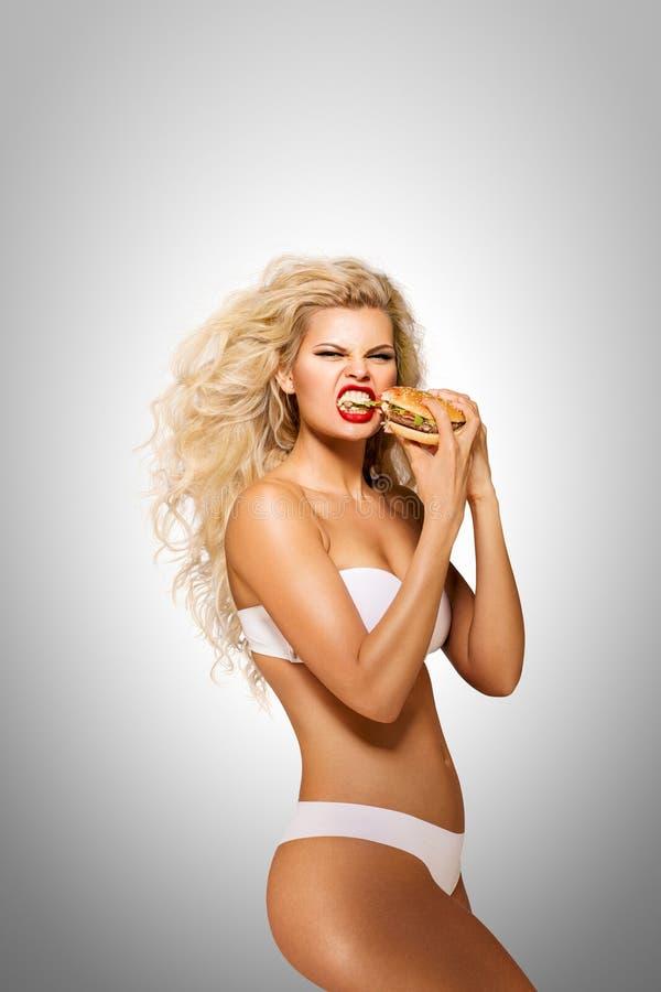 Het eten van Hamburger royalty-vrije stock afbeelding