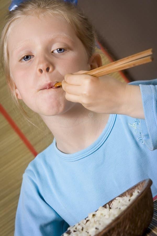 Het eten van rijst stock afbeelding