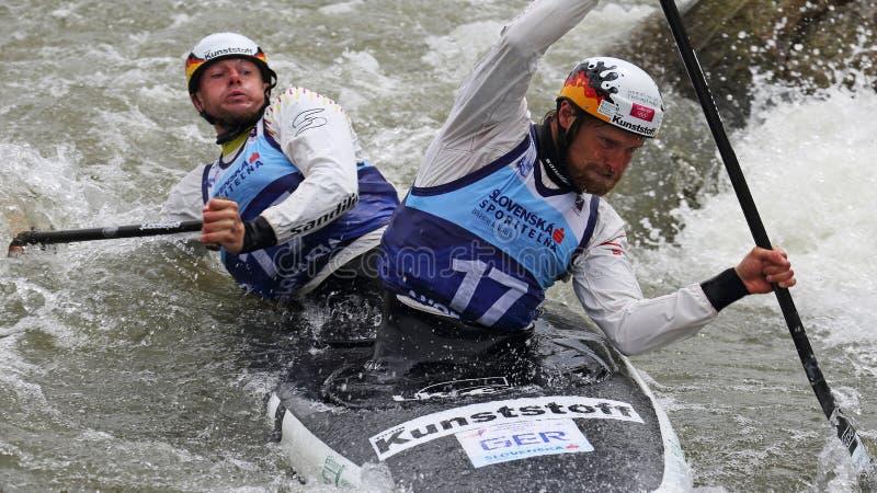 Het Europese Kampioenschap van de kanoslalom ICF - David Schroeder en Nico Bettge (Duitsland) stock afbeeldingen