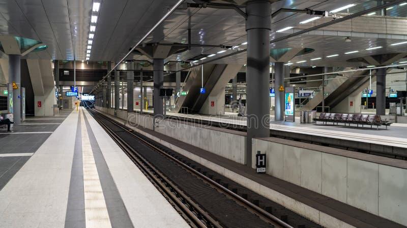 Het Europese station van het land - openbaar vervoer royalty-vrije stock afbeelding