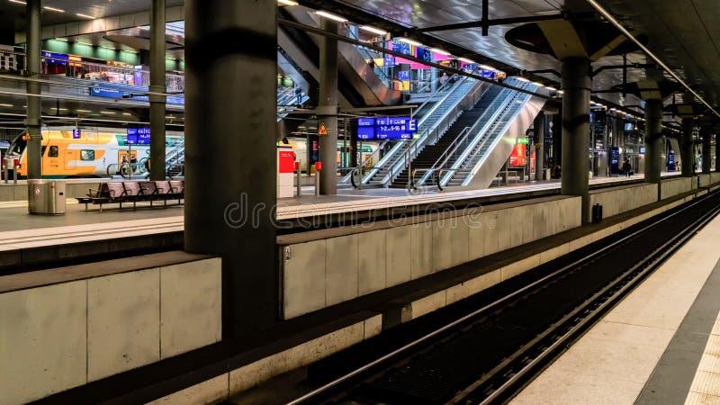 Het Europese station van het land - openbaar vervoer royalty-vrije stock afbeeldingen